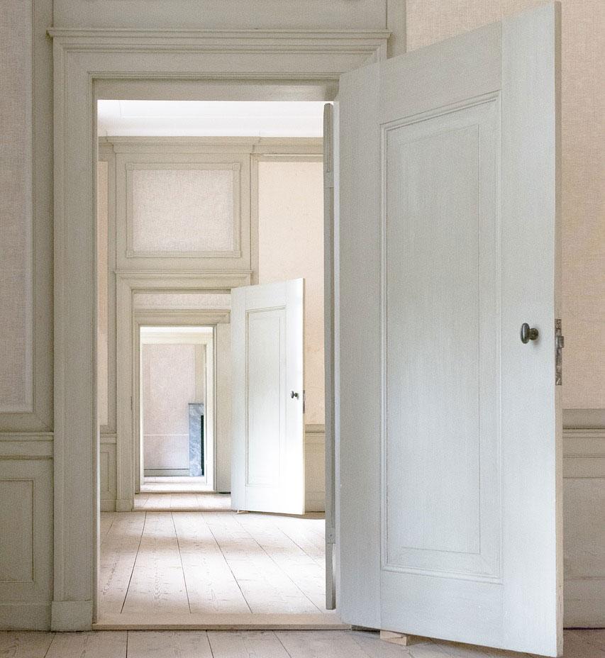 Modern és újszerű, mégis tradicionális a festett beltéri ajtó